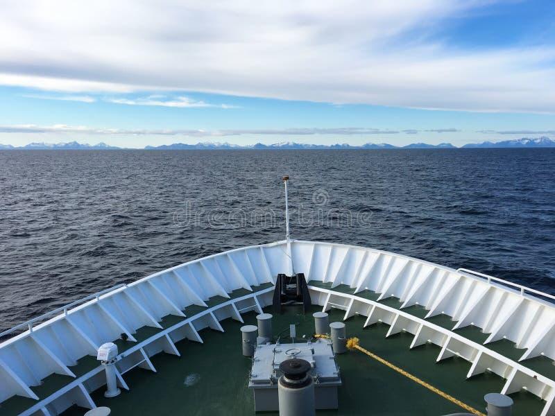 Κλείσιμο σκαφών μέσα στα νησιά Lofoten, Νορβηγία στοκ φωτογραφία με δικαίωμα ελεύθερης χρήσης