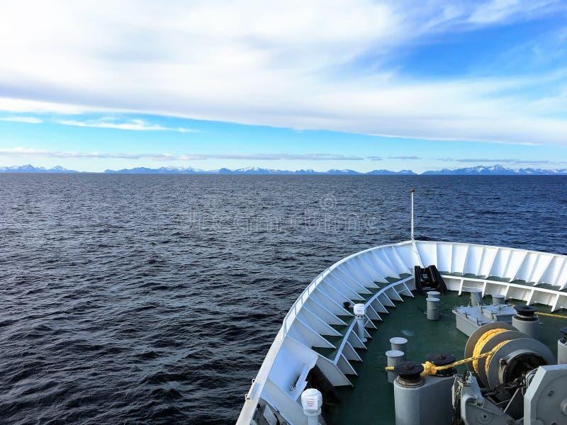 Κλείσιμο σκαφών μέσα στα νησιά Lofoten, Νορβηγία στοκ εικόνες