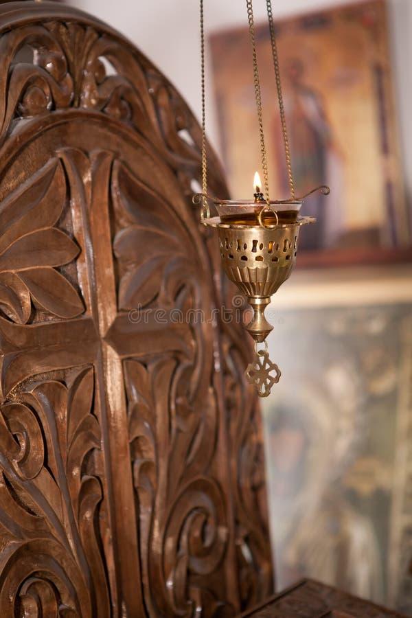 Κλείστε επάνω ενός φωτός κεριών χαλκού στοκ φωτογραφίες με δικαίωμα ελεύθερης χρήσης