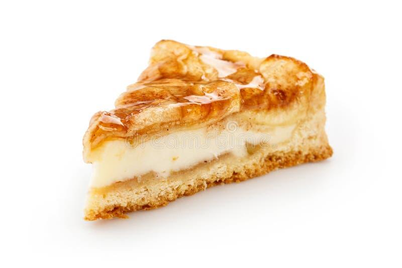 Κλείστε επάνω μιας ενιαίας φέτας της πίτας μήλων που απομονώνεται στο λευκό στοκ φωτογραφία