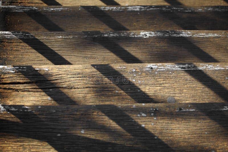 Κλείστε επάνω την ξύλινη σκάλα στοκ εικόνες με δικαίωμα ελεύθερης χρήσης