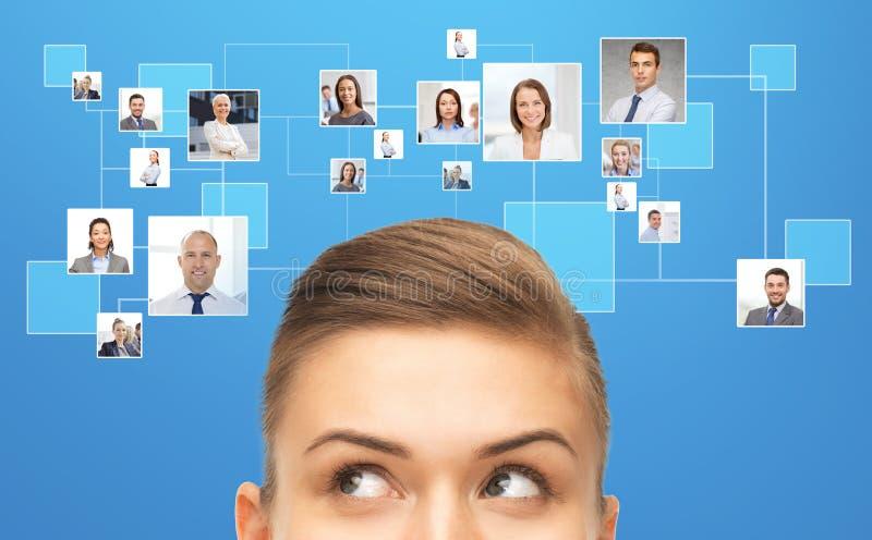 Κλείστε επάνω της νέας έρευνας γυναικών businesspeople στοκ φωτογραφία