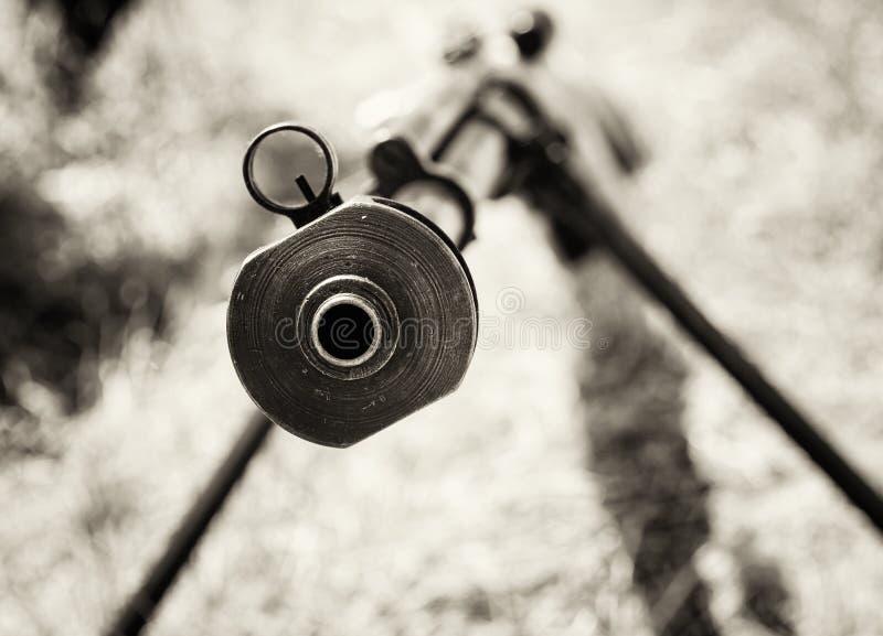 Κλείστε επάνω τη φωτογραφία του βαριού τουφεκιού ελεύθερων σκοπευτών από το Δεύτερο Παγκόσμιο Πόλεμο, ο Μαύρος στοκ φωτογραφία