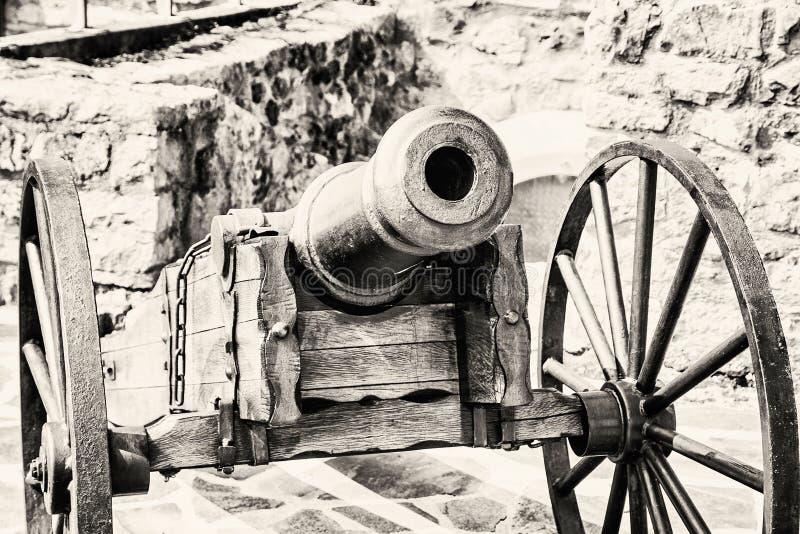 Κλείστε επάνω τη φωτογραφία του ιστορικού πυροβόλου, γραπτή στοκ εικόνες
