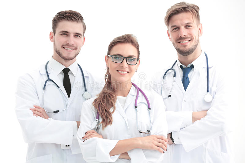 Κλείστε επάνω τη φωτογραφία τριών βέβαιων γιατρών που εξετάζουν τη κάμερα στοκ φωτογραφία με δικαίωμα ελεύθερης χρήσης