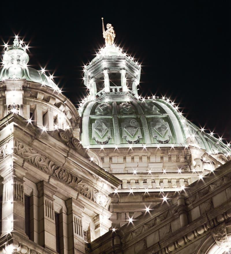 Κλείστε επάνω του κτηρίου του Κοινοβουλίου πέρα από το νυχτερινό ουρανό, Βικτώρια, Βρετανική Κολομβία στοκ εικόνες