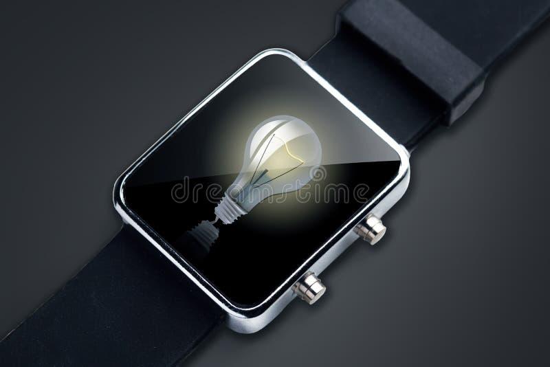 Κλείστε επάνω του μαύρου έξυπνου ρολογιού με τη λάμπα φωτός διανυσματική απεικόνιση