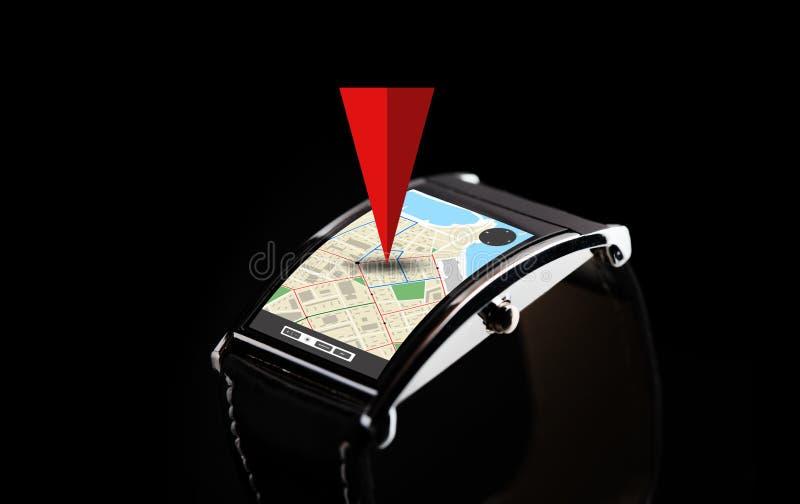 Κλείστε επάνω του μαύρου έξυπνου ρολογιού με τον πλοηγό ΠΣΤ απεικόνιση αποθεμάτων