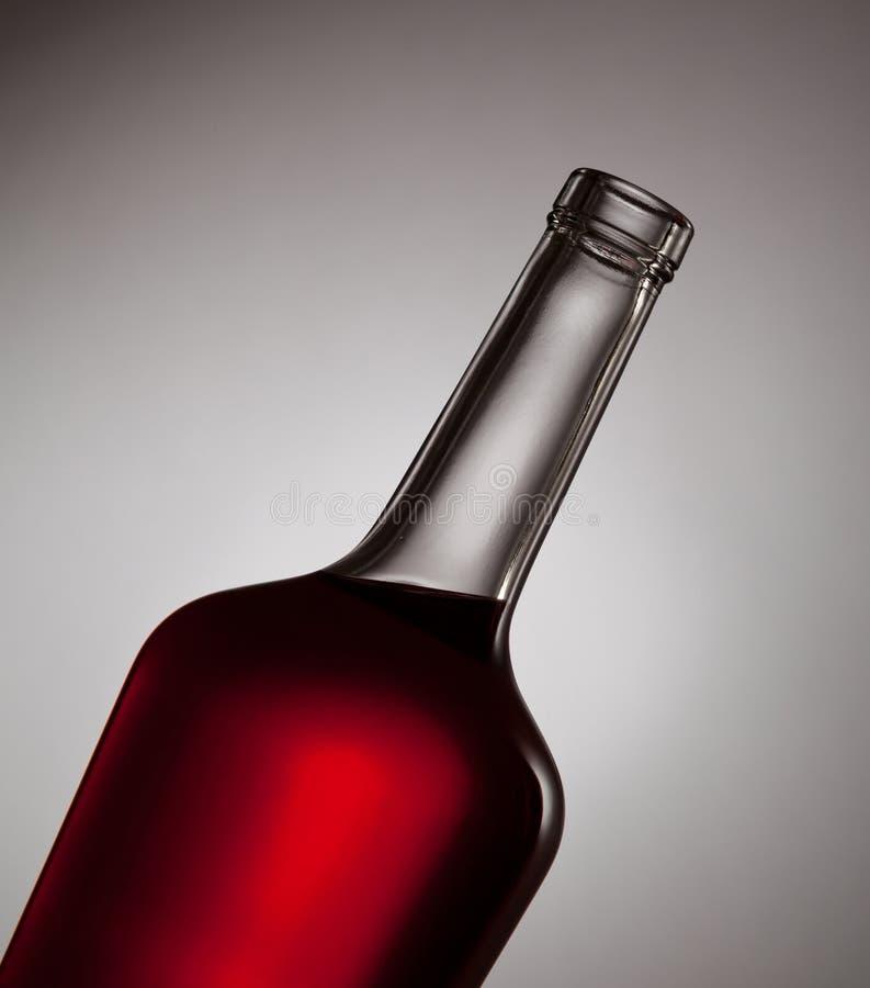 Κλείστε επάνω του μπουκαλιού με το κόκκινο ρευστό στοκ εικόνα με δικαίωμα ελεύθερης χρήσης