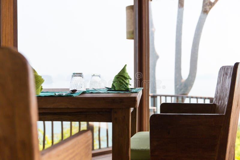 Κλείστε επάνω του πίνακα θέτοντας στο εστιατόριο στην Ασία στοκ φωτογραφία