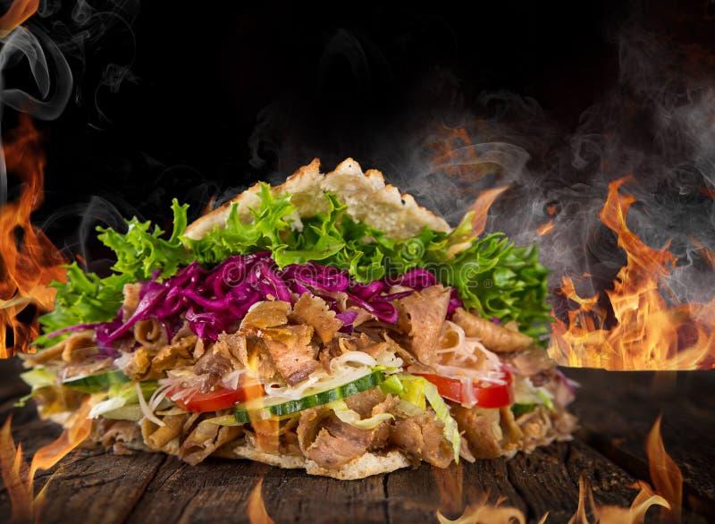 Κλείστε επάνω του σάντουιτς kebab στοκ εικόνες