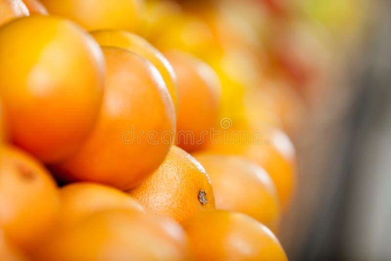 Κλείστε επάνω του σωρού των πορτοκαλιών στοκ φωτογραφίες