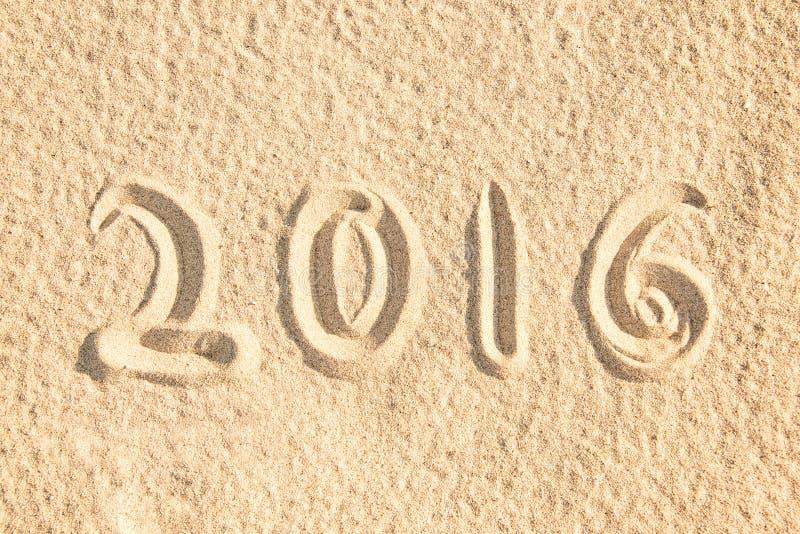 Κλείστε επάνω το 2016 γραπτός στην άμμο στοκ εικόνα με δικαίωμα ελεύθερης χρήσης