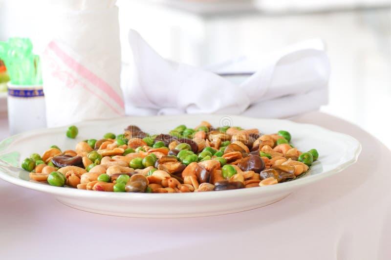 Κλείστε επάνω το ευρύ φασόλι που τηγανίζεται στο πιάτο στοκ φωτογραφία με δικαίωμα ελεύθερης χρήσης