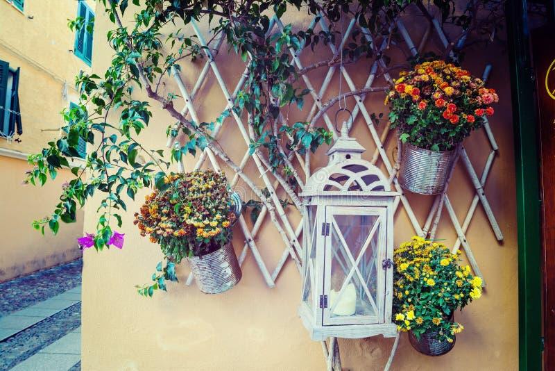 Κλείστε επάνω των δοχείων λουλουδιών στη Σαρδηνία στοκ εικόνες