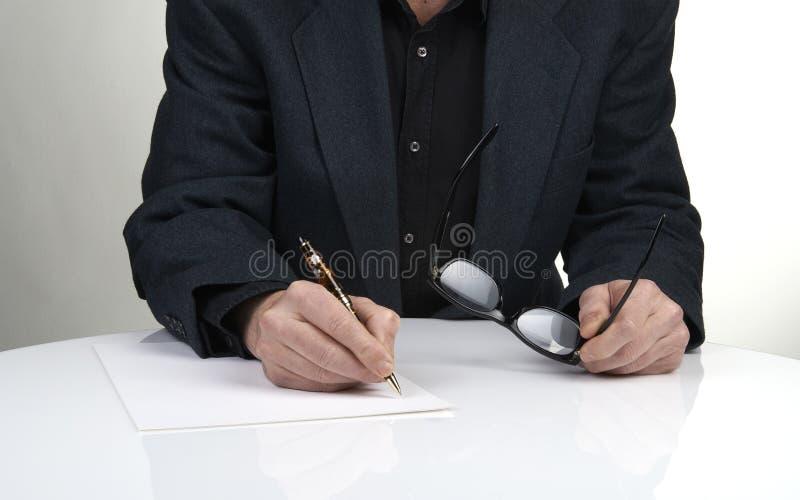 Κλείστε επάνω των χεριών ενός επιχειρηματία στοκ εικόνες
