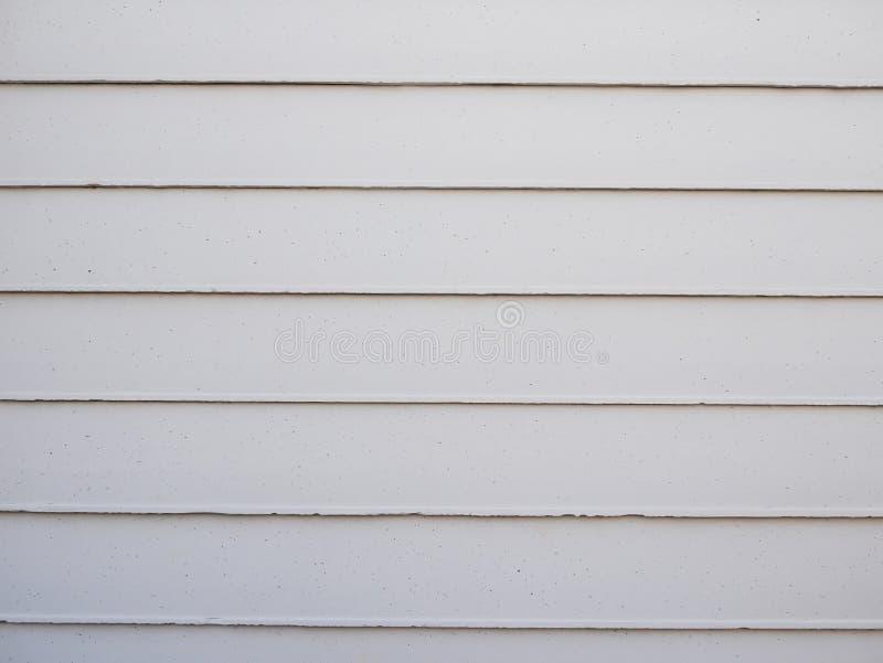 Κλείστε μέχρι τον άσπρο γκρίζο συμπαγή τοίχο για το υπόβαθρο φρακτών στοκ φωτογραφία