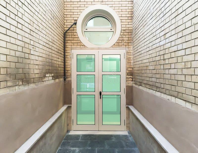 Κλειστή παράθυρα πόρτα στοκ εικόνα