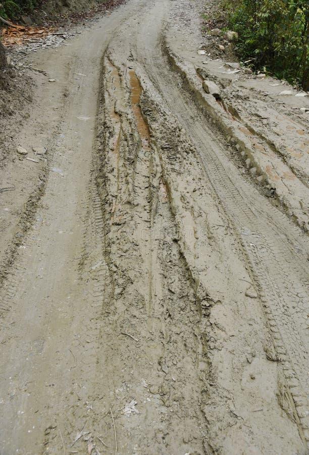 Κλειστός επάνω την πορεία λάσπης στο χωριό στο Νεπάλ στοκ φωτογραφίες