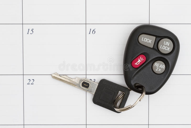 Κλειδί αυτοκινήτων σε ένα ημερολόγιο στοκ φωτογραφία με δικαίωμα ελεύθερης χρήσης