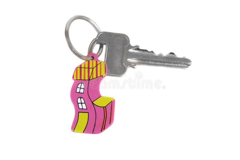 Κλειδί με το αστείο βασικό δαχτυλίδι σπιτιών στοκ εικόνα