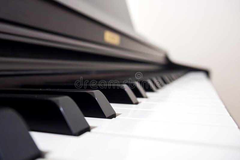 Κλειδί πιάνων κινηματογραφήσεων σε πρώτο πλάνο στοκ εικόνα με δικαίωμα ελεύθερης χρήσης