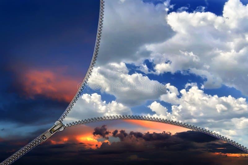 Κλειδαριά φερμουάρ που χωρίζει τον ουρανό τη νύχτα και την ημέρα στοκ φωτογραφία με δικαίωμα ελεύθερης χρήσης