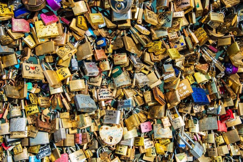 Κλειδαριές της αγάπης στοκ εικόνα με δικαίωμα ελεύθερης χρήσης