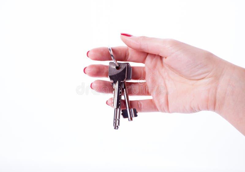 Κλειδιά εκμετάλλευσης χεριών γυναικών στοκ εικόνες με δικαίωμα ελεύθερης χρήσης
