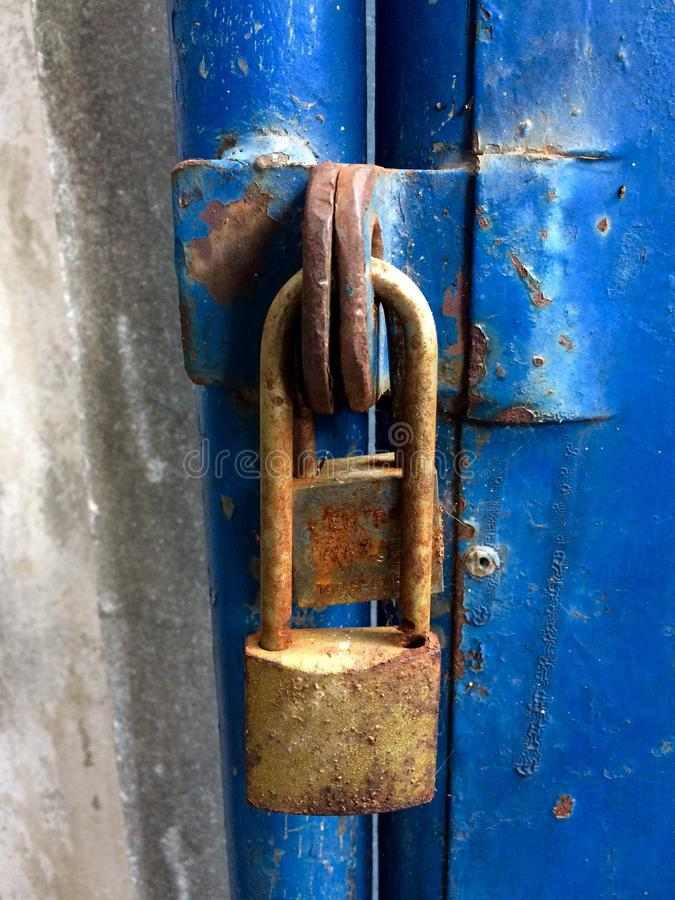 Κλειδιά σκουριασμένα στο σπίτι στοκ φωτογραφίες