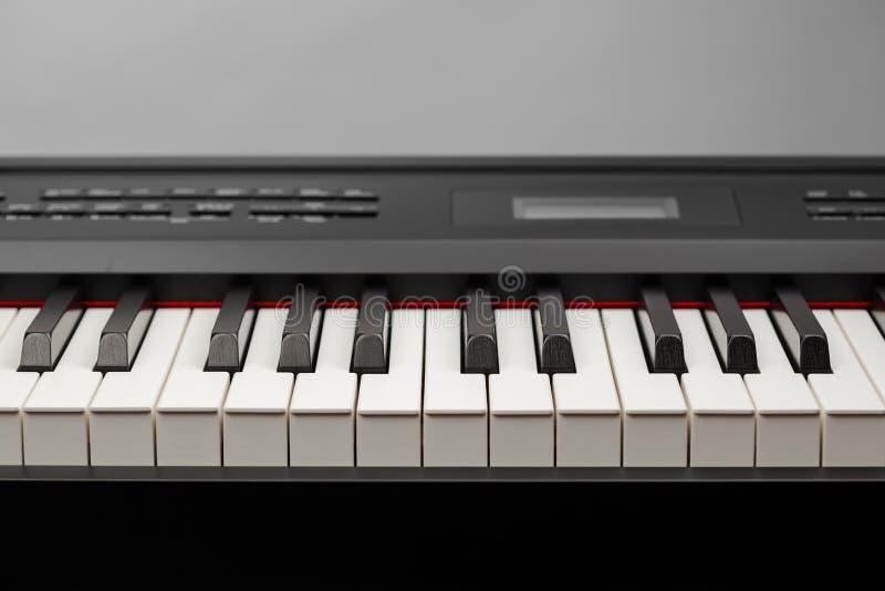 Κλειδιά του ψηφιακού συνθέτη πιάνων στοκ εικόνα