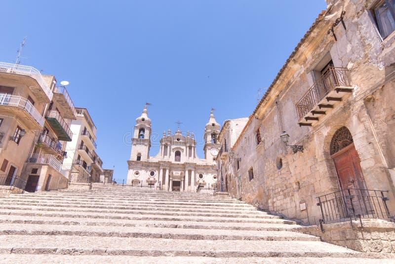 Κλιμακοστάσιο για να φτάσει στον καθεδρικό ναό - Palma Di montechiaro, Agrigen στοκ εικόνες