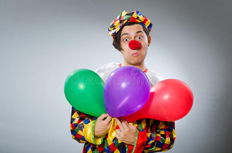Download Κλόουν με τα μπαλόνια στην αστεία έννοια Στοκ Εικόνα - εικόνα από αρσενικό, κωμικός: 62707907