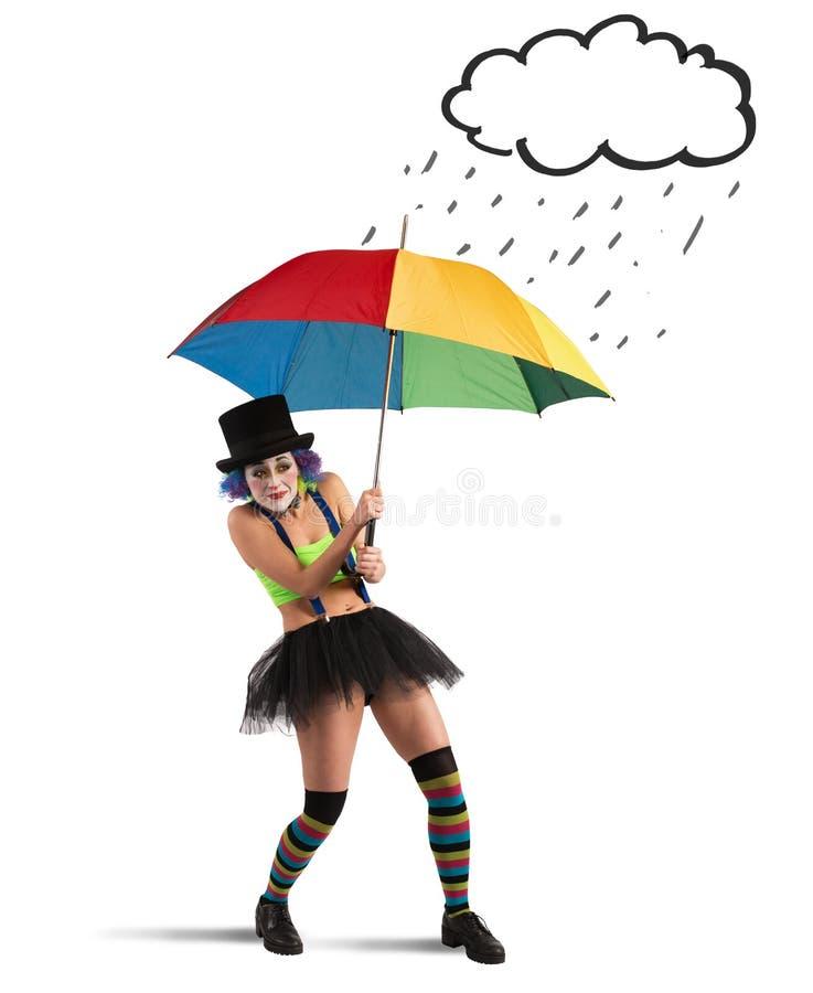Κλόουν με την ομπρέλα ουράνιων τόξων στοκ εικόνες