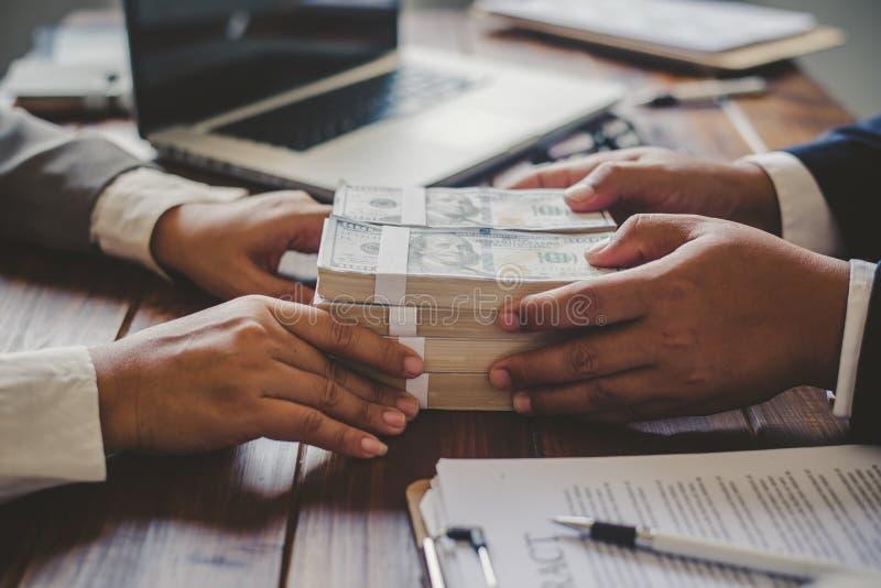 Λάβετε την χρήμα-δωροδοκία δωροδοκιών στοκ φωτογραφία με δικαίωμα ελεύθερης χρήσης