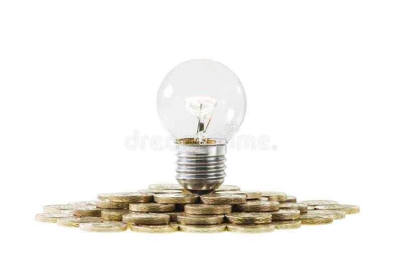Λάμπα φωτός έννοιας ερευνητικής χρηματοδότησης στο σωρό των νομισμάτων στοκ εικόνα