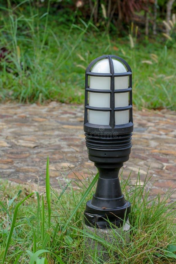 Λάμπα φωτός διαδρόμων στον κήπο στοκ εικόνες με δικαίωμα ελεύθερης χρήσης