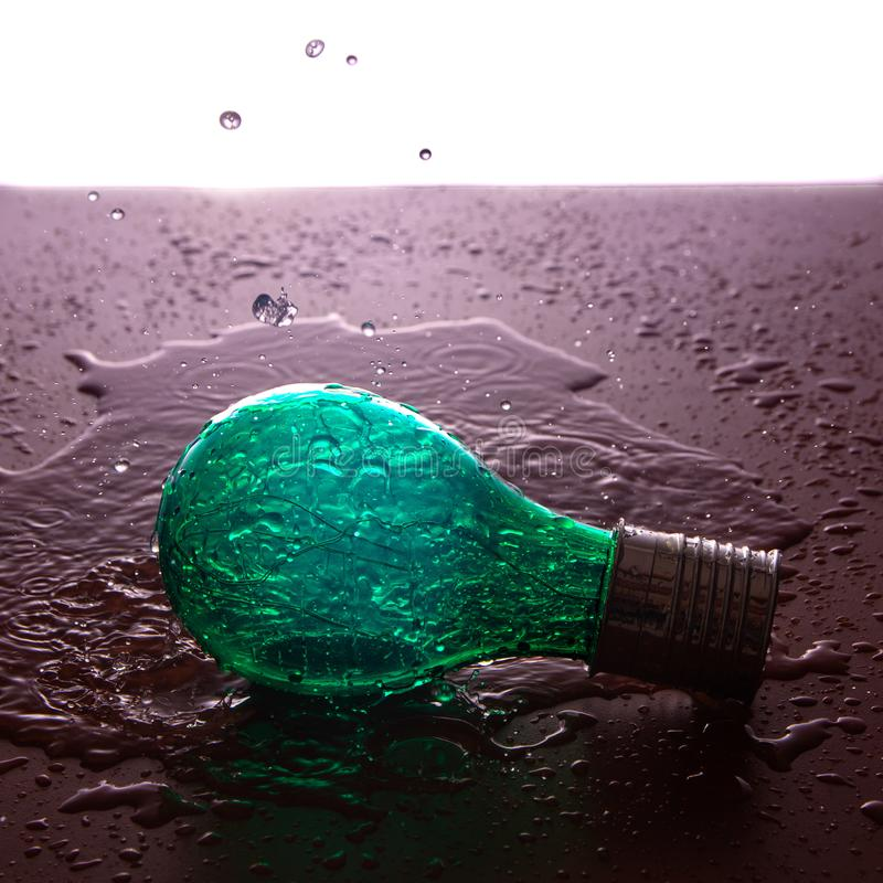 λάμπα φωτός στο νερό στοκ φωτογραφία με δικαίωμα ελεύθερης χρήσης