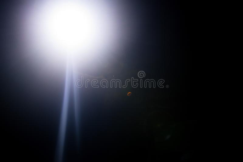 Λάμψη ενός απόμακρου αφηρημένου αστεριού Αφηρημένη φλόγα ήλιων Η φλόγα φακών υπόκειται στην ψηφιακή διόρθωση στοκ εικόνες με δικαίωμα ελεύθερης χρήσης