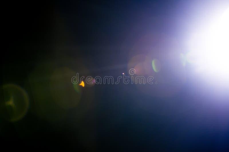 Λάμψη ενός απόμακρου αφηρημένου αστεριού Αφηρημένη φλόγα ήλιων Η φλόγα φακών υπόκειται στην ψηφιακή διόρθωση στοκ εικόνα με δικαίωμα ελεύθερης χρήσης