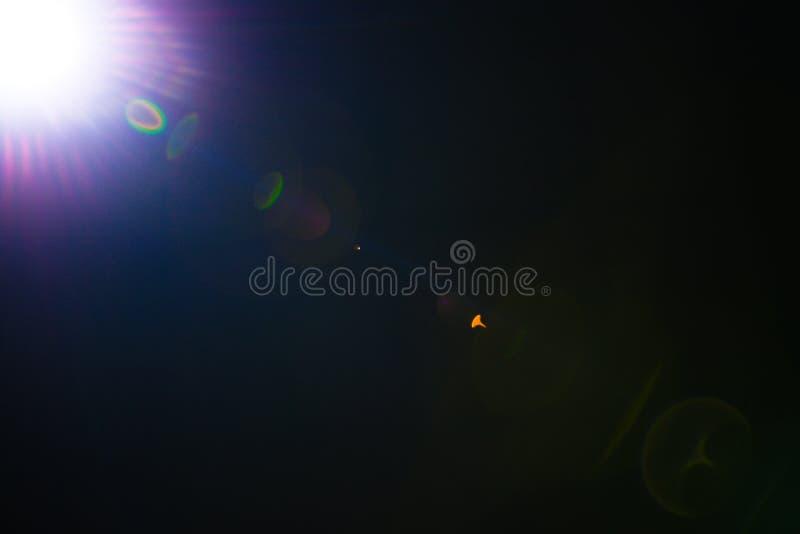 Λάμψη ενός απόμακρου αφηρημένου αστεριού Αφηρημένη φλόγα ήλιων Η φλόγα φακών υπόκειται στην ψηφιακή διόρθωση στοκ εικόνα