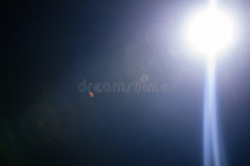 Λάμψη ενός απόμακρου αφηρημένου αστεριού Αφηρημένη φλόγα ήλιων Η φλόγα φακών υπόκειται στην ψηφιακή διόρθωση στοκ φωτογραφίες