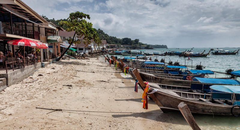 Λέμβοι πλοίου Phi Phi στο νησί, Ταϊλάνδη στοκ εικόνα με δικαίωμα ελεύθερης χρήσης