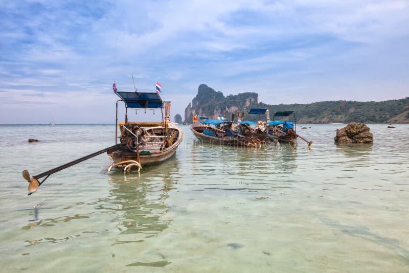 Λέμβοι πλοίου Phi Phi στο νησί, Ταϊλάνδη στοκ εικόνα