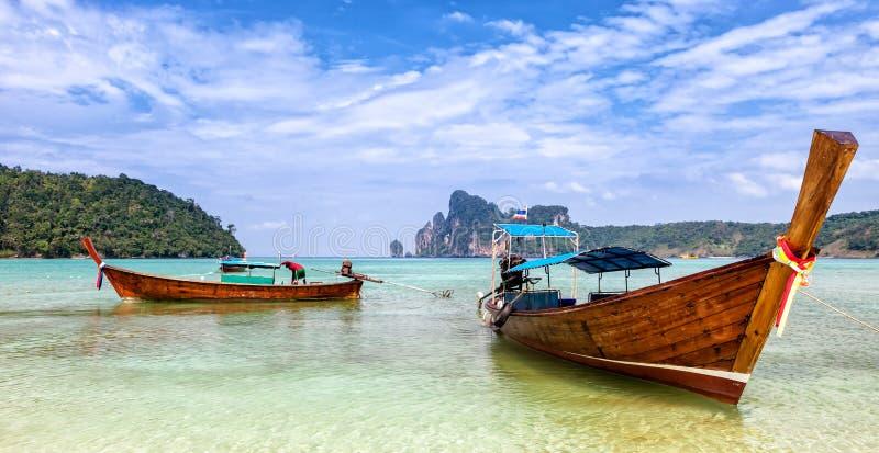 Λέμβοι πλοίου Phi Phi στο νησί, Ταϊλάνδη στοκ φωτογραφία με δικαίωμα ελεύθερης χρήσης