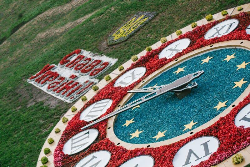 """Λέξεις """"δόξας στην Ουκρανία """"και μεγάλο ρολόι στοκ φωτογραφία με δικαίωμα ελεύθερης χρήσης"""