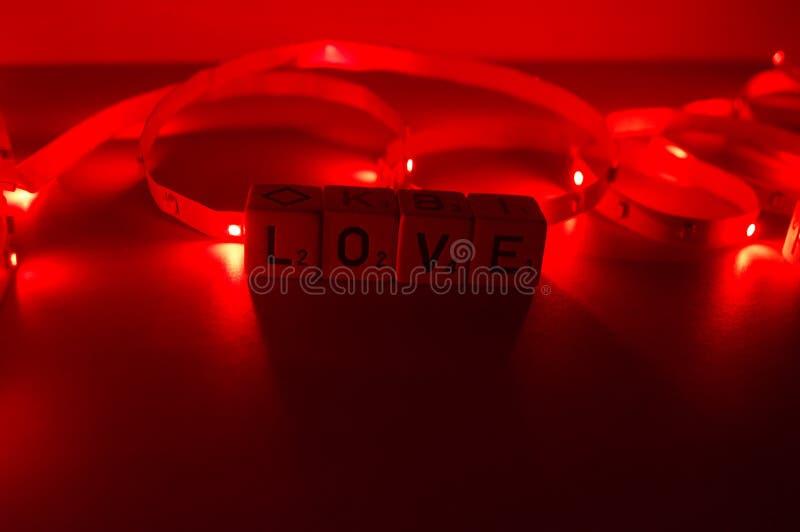 Λέξη αγάπης με το κόκκινο φως στοκ φωτογραφία με δικαίωμα ελεύθερης χρήσης