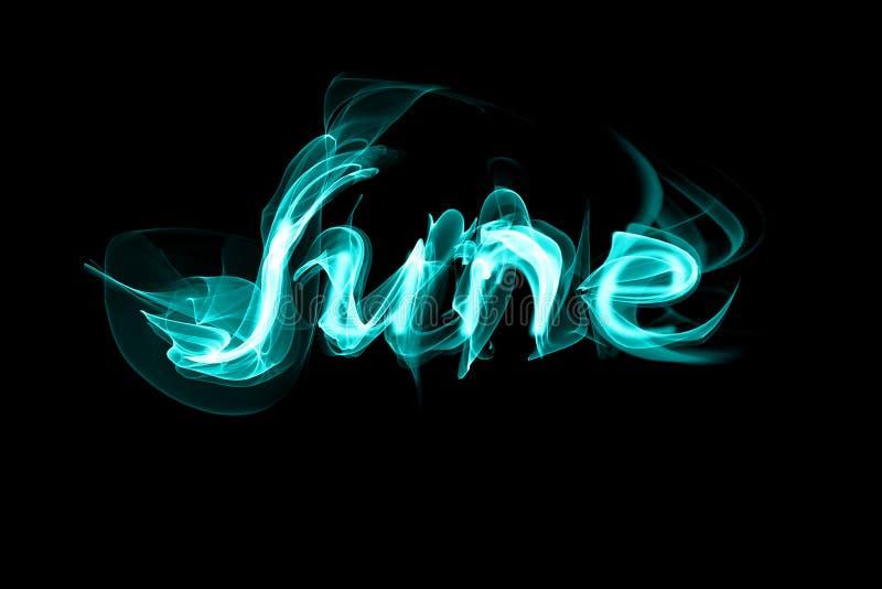 Λέξη Ιούνιος σε μια μαύρη επίδραση καπνού υποβάθρου ελεύθερη απεικόνιση δικαιώματος
