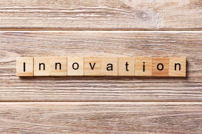 Λέξη καινοτομίας που γράφεται στον ξύλινο φραγμό Κείμενο ΚΑΙΝΟΤΟΜΙΑΣ στον πίνακα, έννοια στοκ εικόνες με δικαίωμα ελεύθερης χρήσης