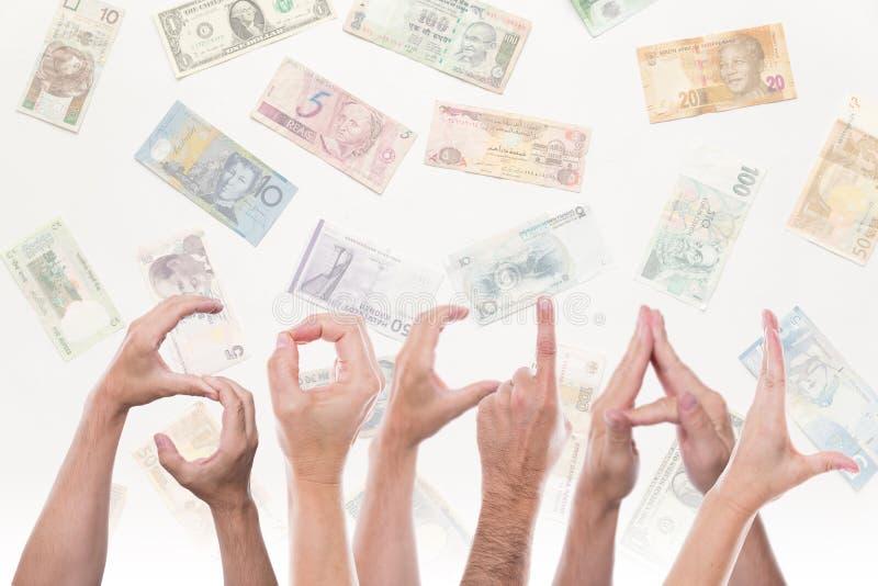Λέξη κοινωνική με τα διαφορετικά νομίσματα στοκ φωτογραφία με δικαίωμα ελεύθερης χρήσης